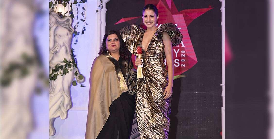 The stunning Anushka Sharma receives the Beauty Icon of the Year award from the Editor of Femina, Tanya Chaitanya.