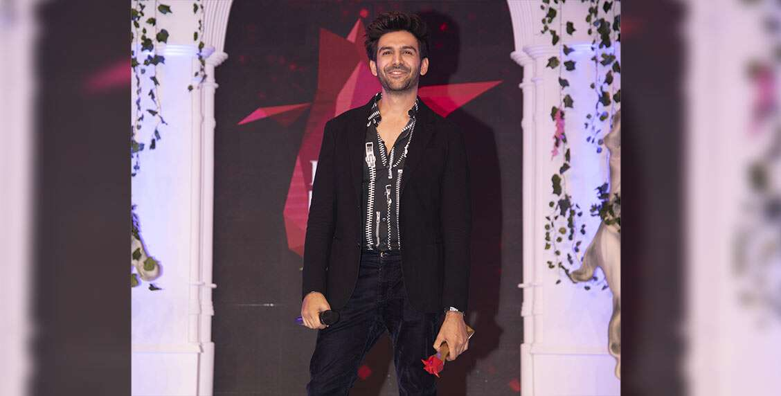 The boy-next-door of Bollywood, Kartik Aryan, gets bestowed with the title of Heartthrob of the Year.