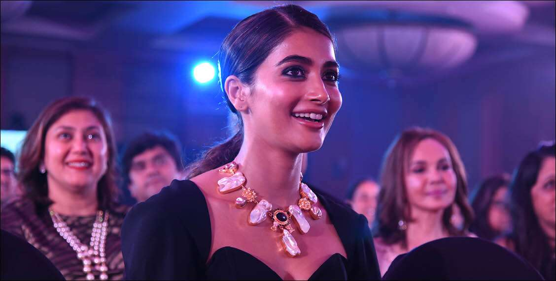 Pooja Hegde flashes her pearly whites