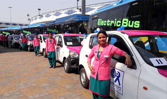 পিঙ্ক ক্যাব: কলকাতার পথে নতুন রং