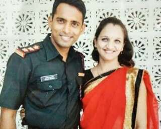 প্রয়াত মেজর স্বামীকে শ্রদ্ধা জানাতে ভারতীয় সেনাবাহিনীতে যোগ দিচ্ছেন স্ত্রী
