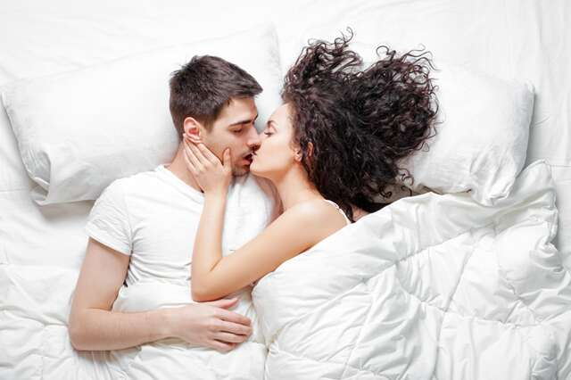 5 sexy ways to wake him up in the morning