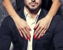 How to turn him on with red nails