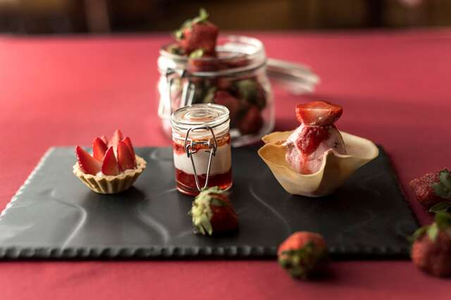 chocolate and strawberry desserts