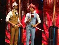 Farhan Akhtar, Shahid Kapoor poke fun at Censor Board, award wapsi at IIFA