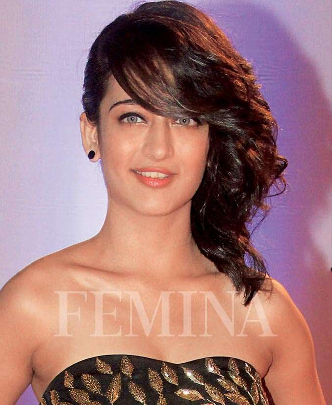 Wear Your Hair Sideswept Like Akshara Haasan Femina In