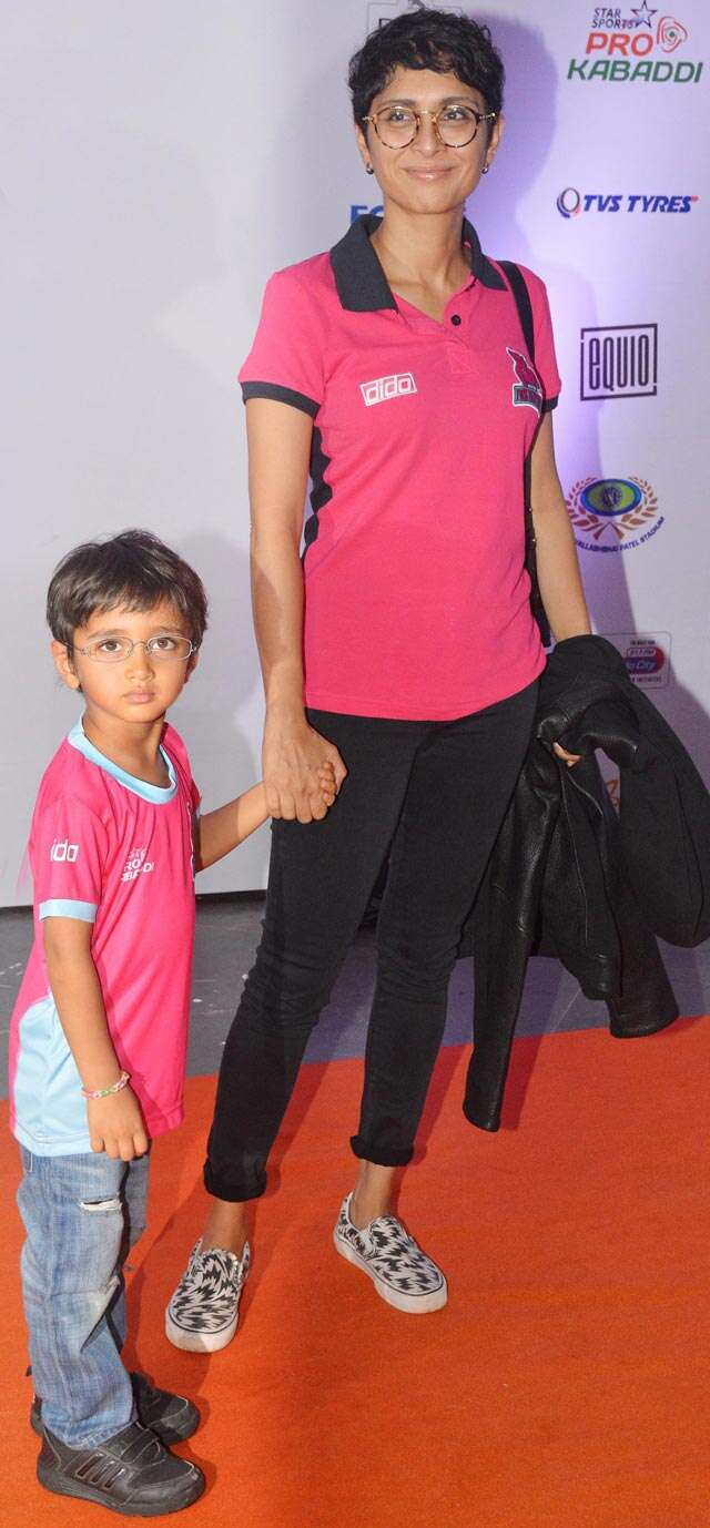 Kiran Rao and Azad cheer Abhishek's team at Pro Kabaddi league match