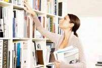 5 ways to organise your book shelf
