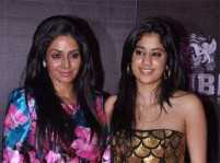 Sridevi bans daughter Jhanvi Kapoor from clicking selfies!