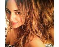 Get Sonakshi Sinha's messy beach waves without the fuss