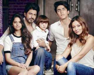 Shah Rukh Khan parties at Mumbai lounge bar designed by wife Gauri