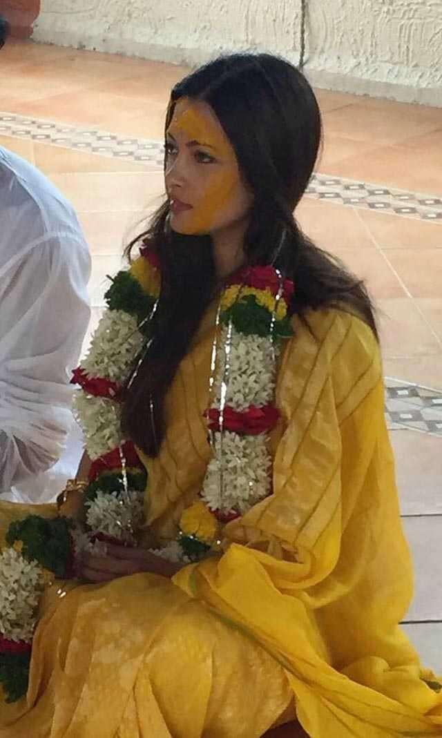 Riya Sen's wedding p...