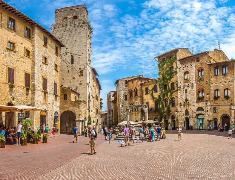 things to see in and around san gimignano italy. Black Bedroom Furniture Sets. Home Design Ideas