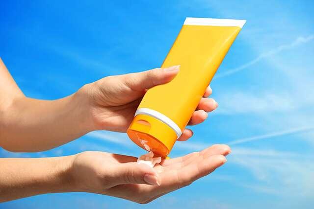 Uses sunscreen
