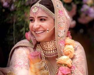 Newlywed Anushka Sharma loves her signature nude lips