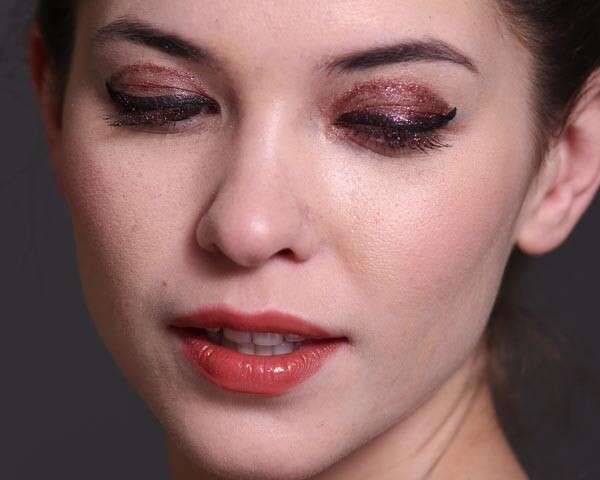 Dazzle like a diva this season with pink glitter lids