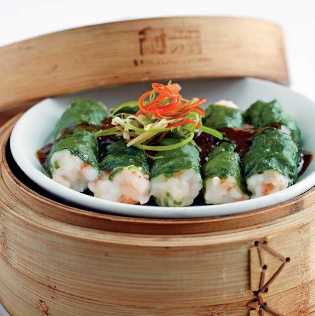 Steamed prawn dumplings wrapped in spinach with black bean sauce