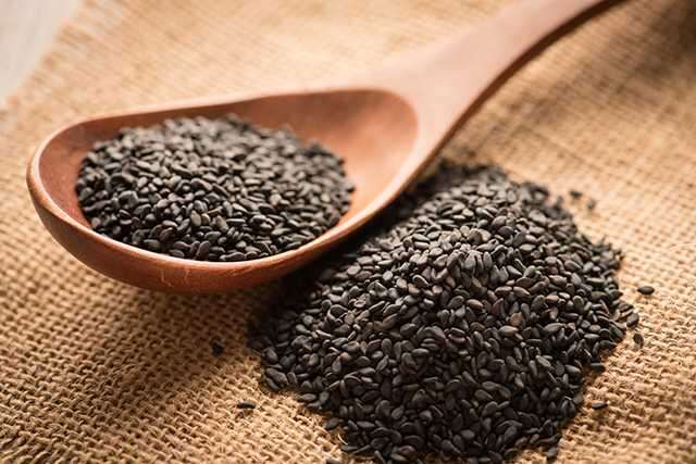 Black sesame seeds for skin