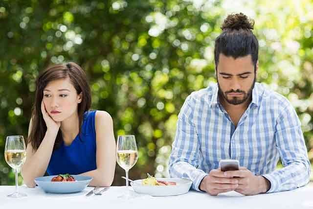 Signs you're dating a passive-aggressive guy   Femina in