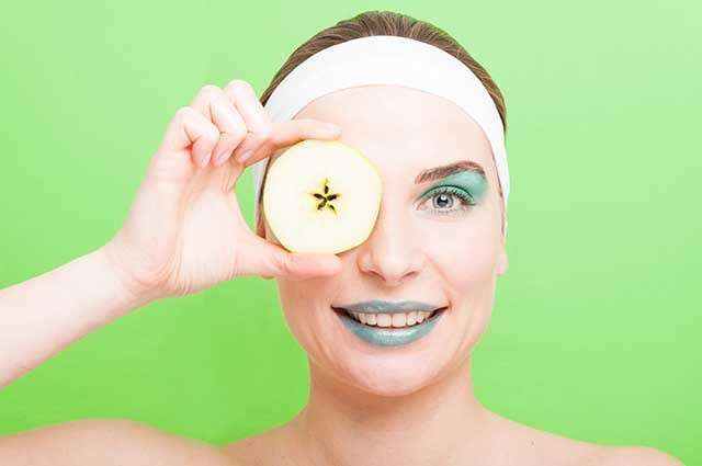 Benefits of Apple for the Skin - reduces puffy eyes and dark circles
