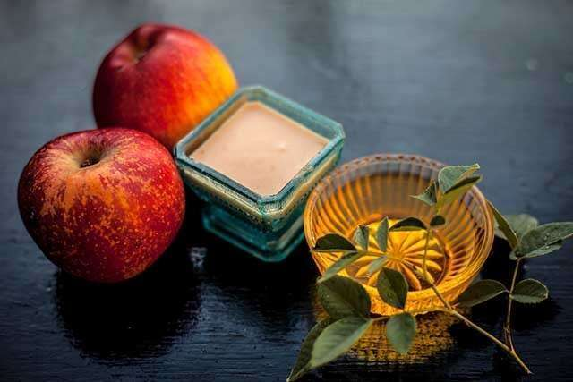 Benefits of Apple for the Skin - works as a moisturiser