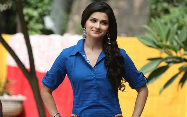 Hairstyles for rectangle face shape like prachi desai