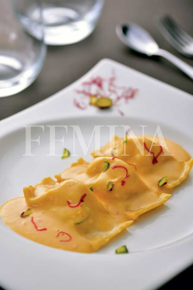 Sandesh stuffed ravioli in saffron sauce