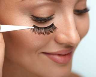How to clean your false eye lashes