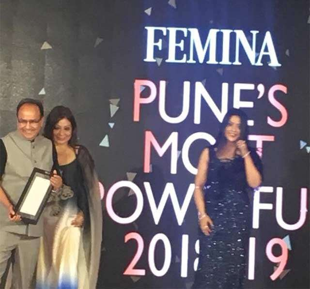 felicitated by amruta fadnavis