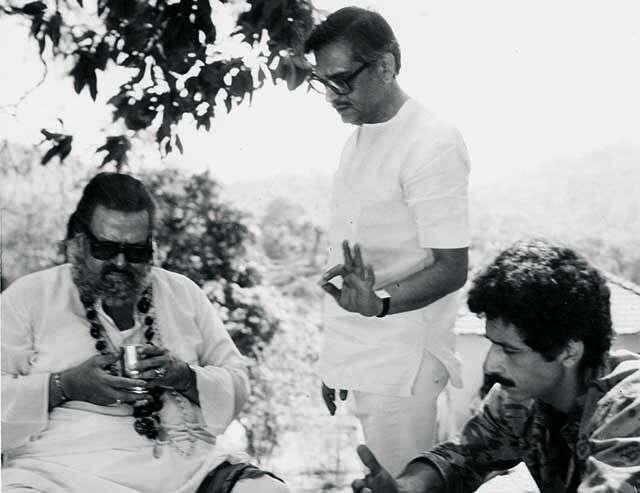 Gulzar at a shoot with naseeruddin shah and shammi kapoor