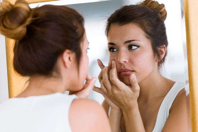https://www.shutterstock.com/image-photo/portrait-beautiful-young-woman-removing-pimple-1096178048?src=FM7v0JqxKCK9dDB1ps866A-1-16