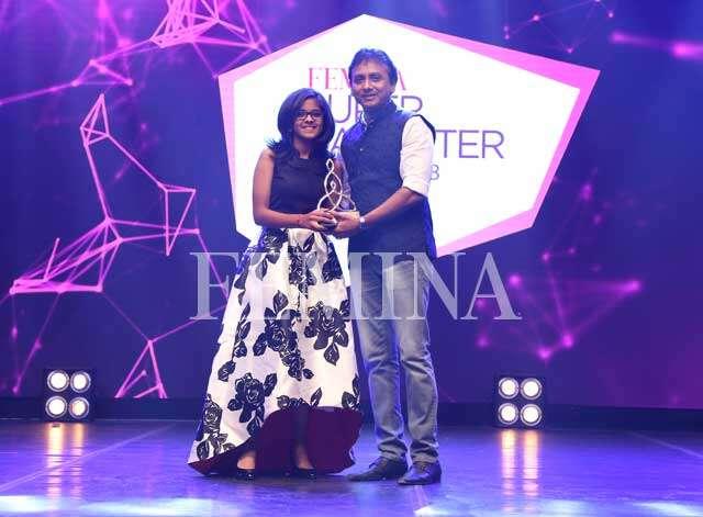 Carnatic music maestro, P Unnikrishnan accepts the trophy from his daughter Uttara Unnikrishnan