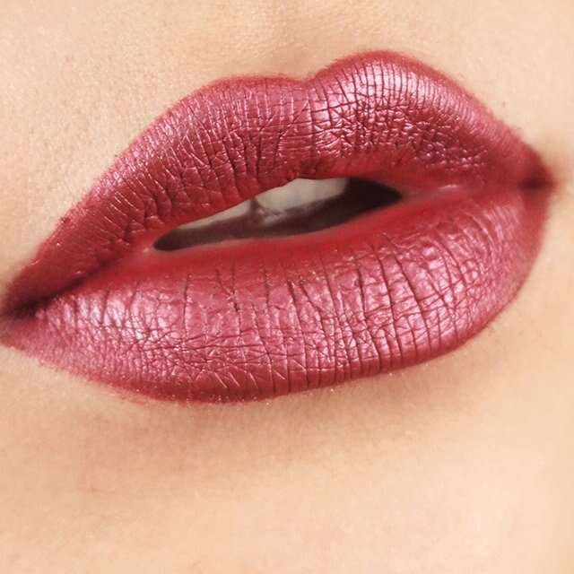 Metallic lip colour