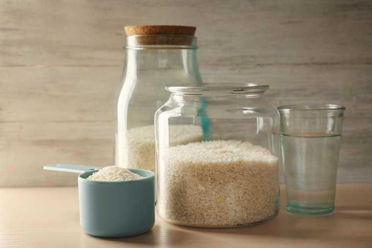 gạo trong lọ thủy tinh