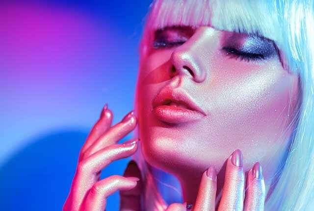 gliitering nails