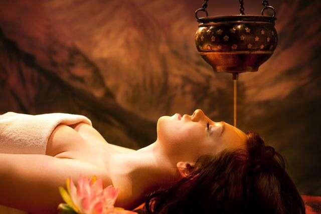 woman doing oil massage in spa
