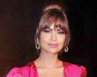Get Esha Gupta's bangin' top knot look