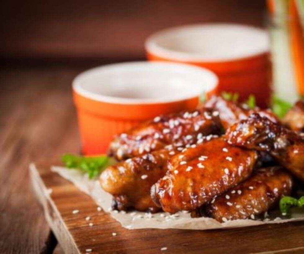 Crispy-Chicken-Wings-With-Honey-Sriracha-Glaze