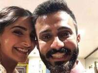 What struck Anand Ahuja when he saw Sonam Kapoor for the first time