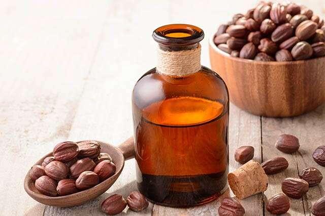 Jojoba oil and Vitamin E for Hair