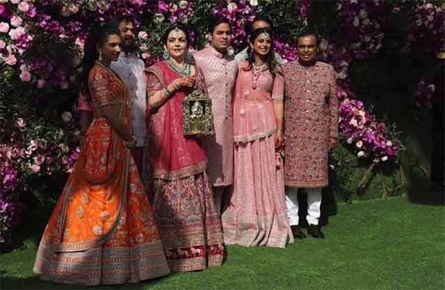 The Ambani family –Mukesh Ambani, Nita Ambani, Anant Ambani, Akash Ambani, Isha Ambani Piramal, Anand Piramal and Radhika Merchant