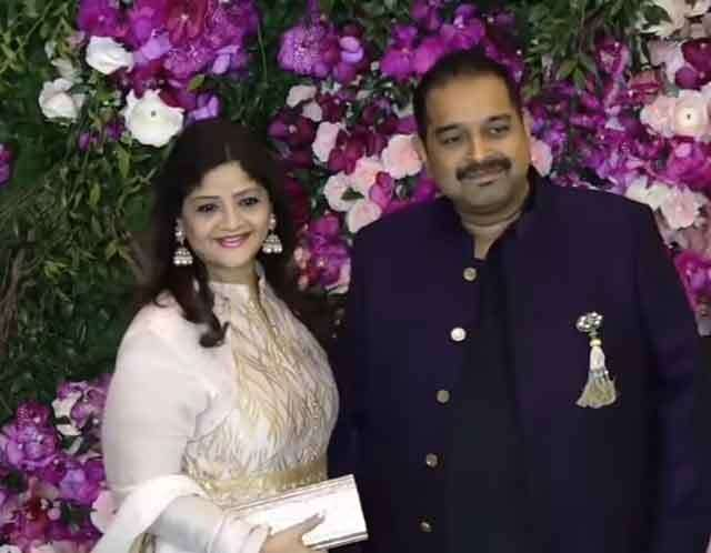 Shankar Mahadevan with wife