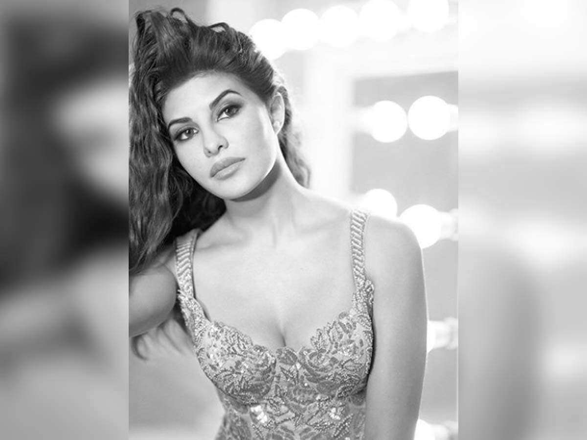 Jacqueline Fernandez Looks Radiant In These Monochrome Photo
