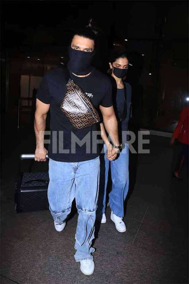 Spotted: Ranveer Singh and Deepika Padukone snapped at the airport