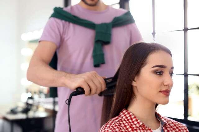 Lissage permanent des cheveux à la kératine