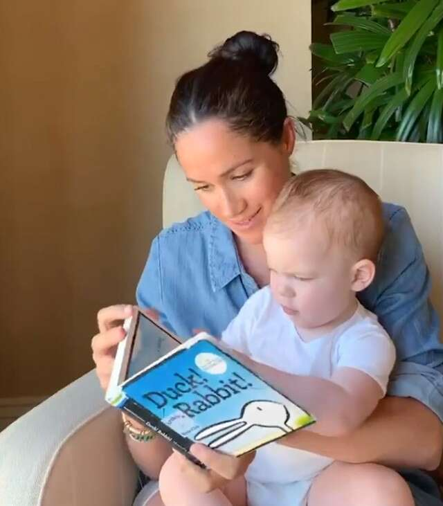 don t miss this adorable video of meghan markle reading to son archie femina in meghan markle reading to son archie