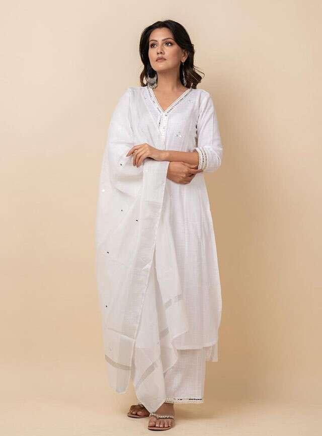 White kurta set by Kalakaari by Sagarika