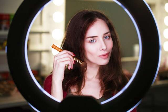 Best Led Ring Light Features For Makeup