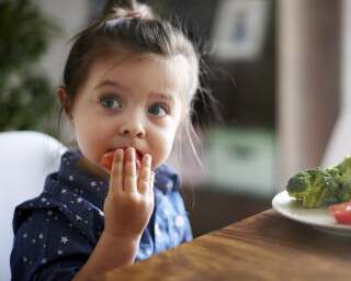 7 Tips & Tricks To Indulge Your Child Towards Healthy Eating And Living