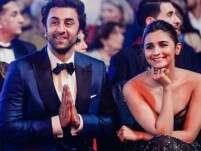 Ranbir Kapoor And Alia Bhatt Snapped At The Airport